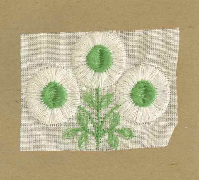 White_Vintage_Applique_Small_Triple_Button_Flower