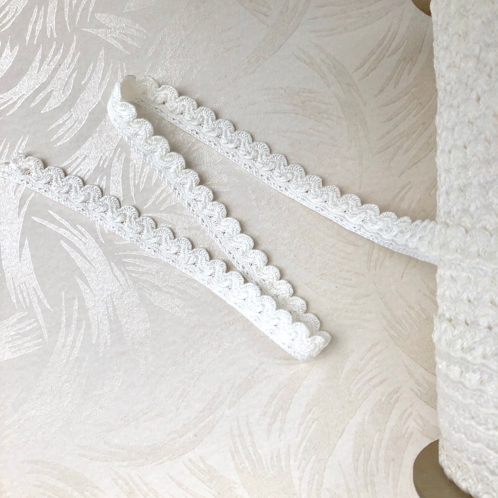Vintage Cotton Scalloped Trim