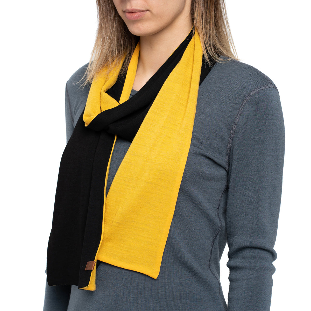 menique Women's Merino Scarf Power Mango/Black Color