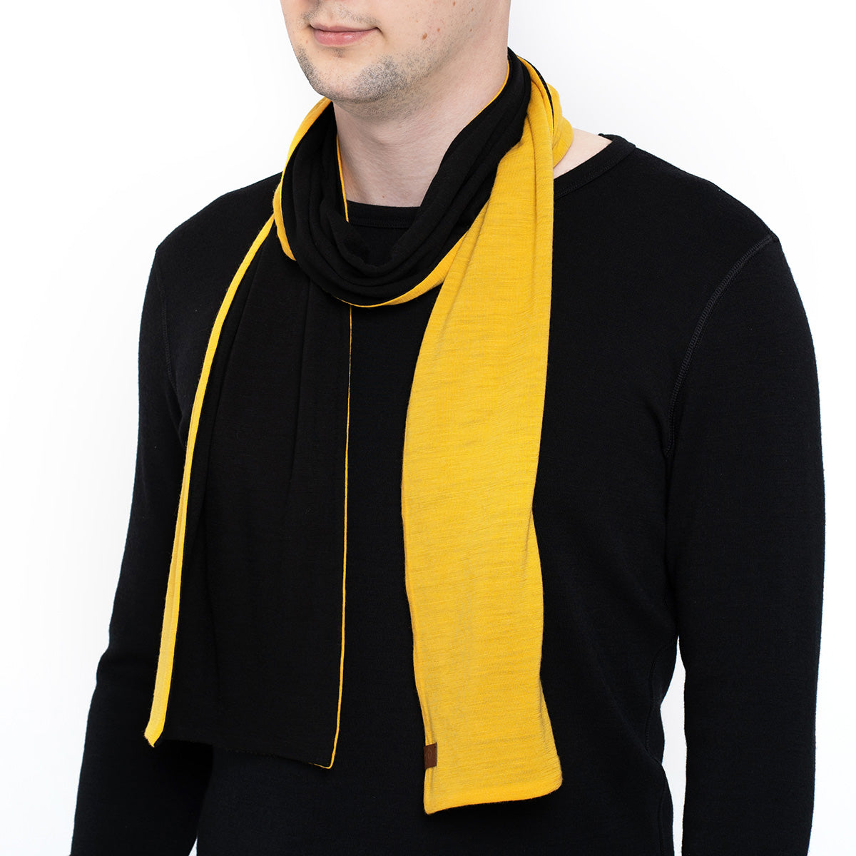 menique Men's Merino Scarf Power Mango/Black Color