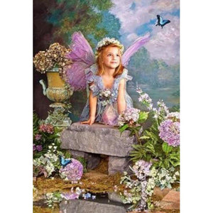 ANGEL WITH LILAC FLOWERS Diamond Painting Kit