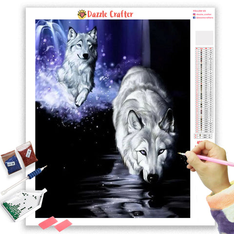 WOLVES HUNTING IN THE NIGHT Diamond Painting Kit