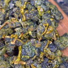 Load image into Gallery viewer, Hermits Headstash - 2020 Golden Lily Taiwanese Milk Oolong