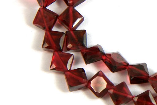 Garnet, 4mm, Faceted Diamond Shape Beads