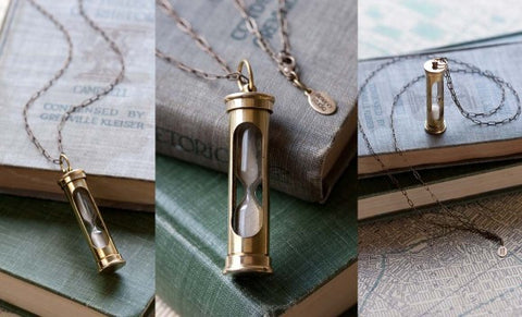 HOURGLASS NECKLACE