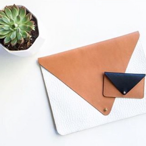 CEREMONY BROWN/WHITE CLUTCH