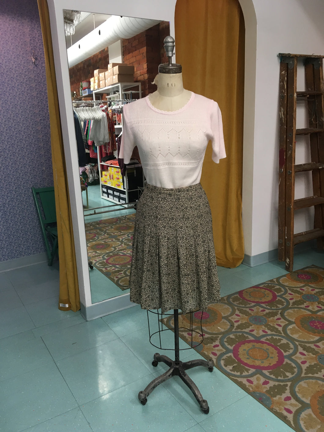 S: Vintage Very Vine-y Cream Skirt