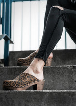 Load image into Gallery viewer, Lotta High-Heel Leopard Clogs