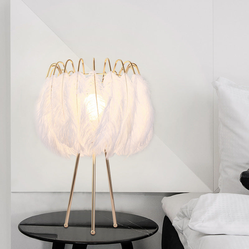 Romantic Feather Bedroom Bedside Table Lamp