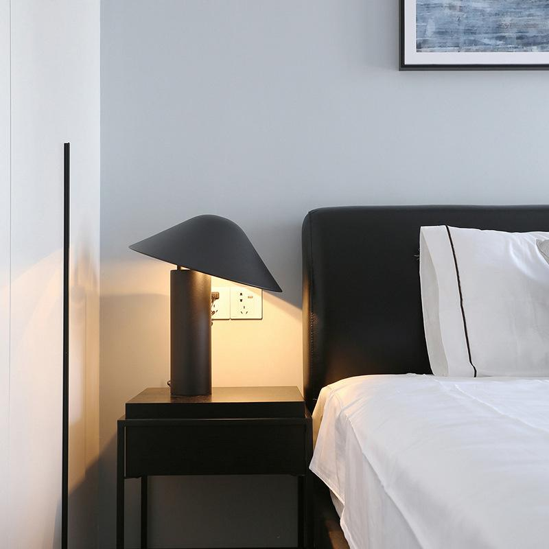Creative Nordic Post-Modern Black Metal Bedroom Table Lamp