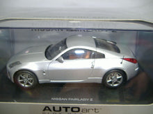 Laden Sie das Bild in den Galerie-Viewer, AutoArt 13041 analoges Slotcar NISSAN FAIRLADY Z 1:32 NEU & OVP