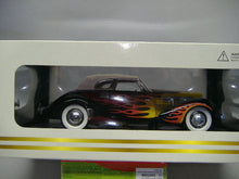 Laden Sie das Bild in den Galerie-Viewer, SIGNATURE MODELS CORD 812 SUPERCHARGED 1:18  NEU & OVP