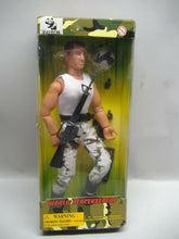Laden Sie das Bild in den Galerie-Viewer, Vardem  World Peacekeeper 90000 Actionfigur  NEU & OVP
