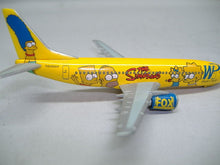 "Laden Sie das Bild in den Galerie-Viewer, Herpa 560238 Boing 737-300 ""The Simpsons"" 1:400 Neu & OVP"