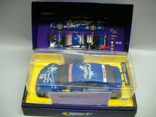 Laden Sie das Bild in den Galerie-Viewer, SCALEXTRIC analog C2592A Opel Vectra GTS V8 DIM Lim. Edition NEU & OVP
