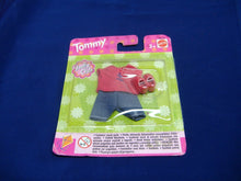 Laden Sie das Bild in den Galerie-Viewer, Mattel 68230 2 verschied. Modelle  tommy fashion shelly club Kleidung Neu & OVP