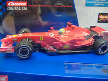 Laden Sie das Bild in den Galerie-Viewer, Carrera 30438  F1 D 132 Ferrari Nr. 5 analog 1:32 NEU