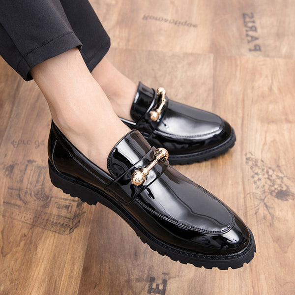 Glossy pointed small leather shoes