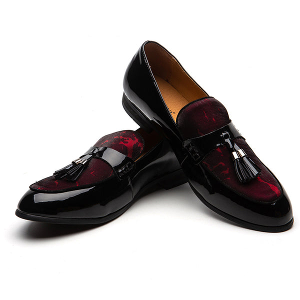 Glossy pointed male shoes