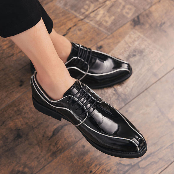Patent leather pointed small shoes