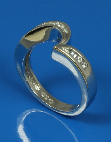 .28ctw Channel Diamond Curved Band