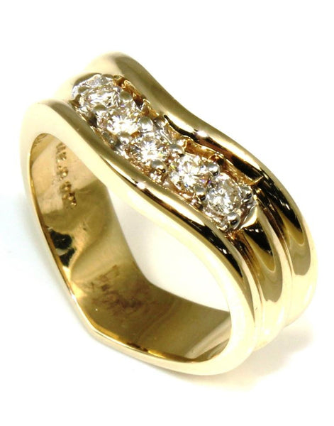 .25ctw Curved Diamond Band