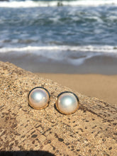 Load image into Gallery viewer, 14k Mabe Pearl Earring