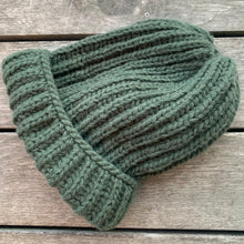 Load image into Gallery viewer, Grande green beanie