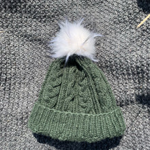 Load image into Gallery viewer, Nino green beanie