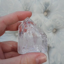 Load and play video in Gallery viewer, Crystals - Cracked/Crackled Quartz Point with Flat Base