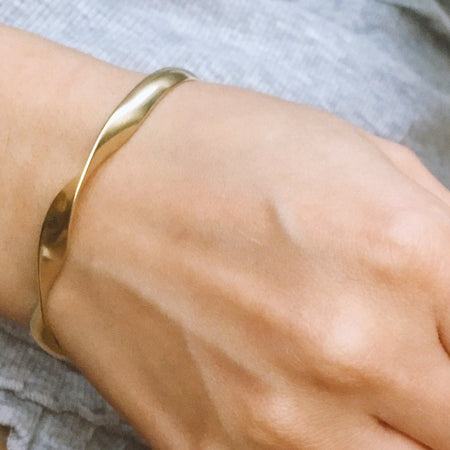 Double Twist Matte Bangle - Gold