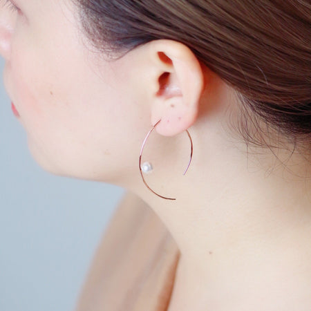 Vermeer Pearl Pull Through Hoop Earrings - Rose Gold