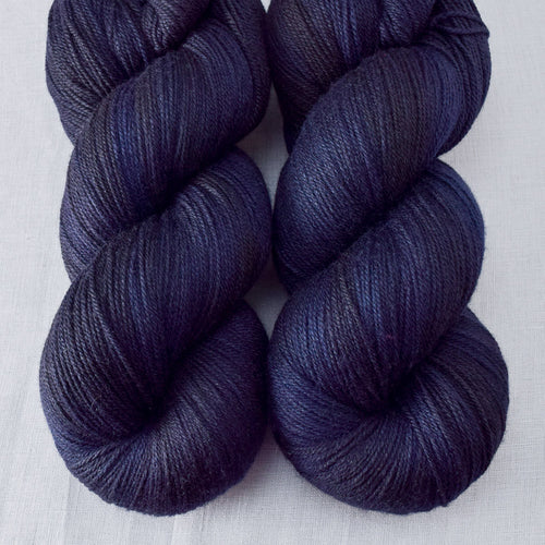 Blackbird - Miss Babs Killington yarn