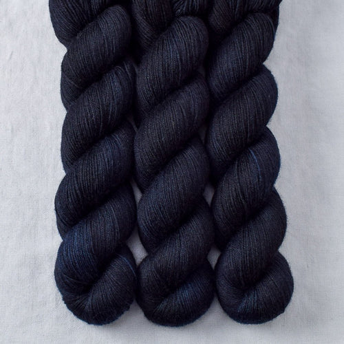 Blackbird - Miss Babs Katahdin 437 yarn
