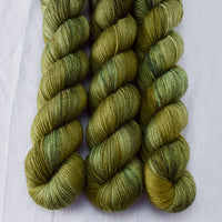 Bull Frog - Miss Babs Yummy 2-Ply yarn