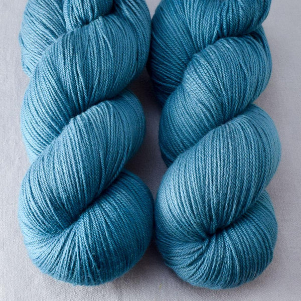 Coos Bay - Miss Babs Killington yarn