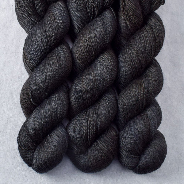 Ebony - Miss Babs Dulcinea yarn