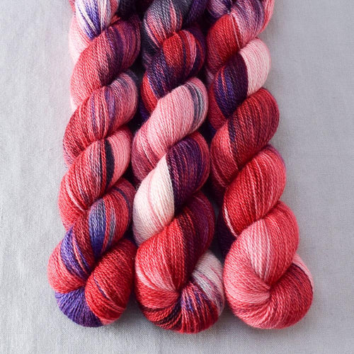 Fang - Miss Babs Yet yarn