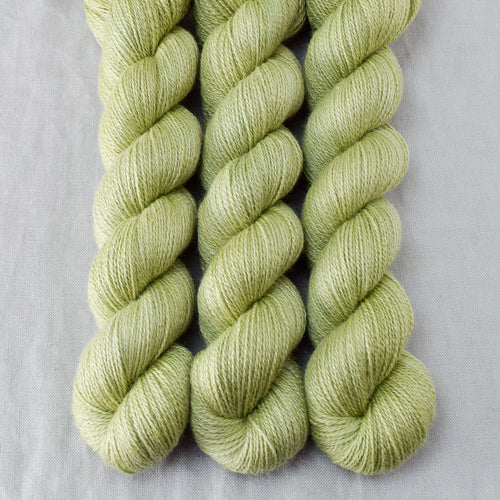 Frogbelly - Miss Babs Yet yarn