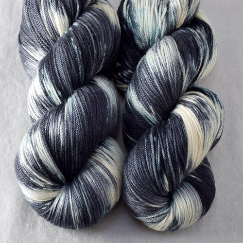 Graphic - Miss Babs Killington yarn