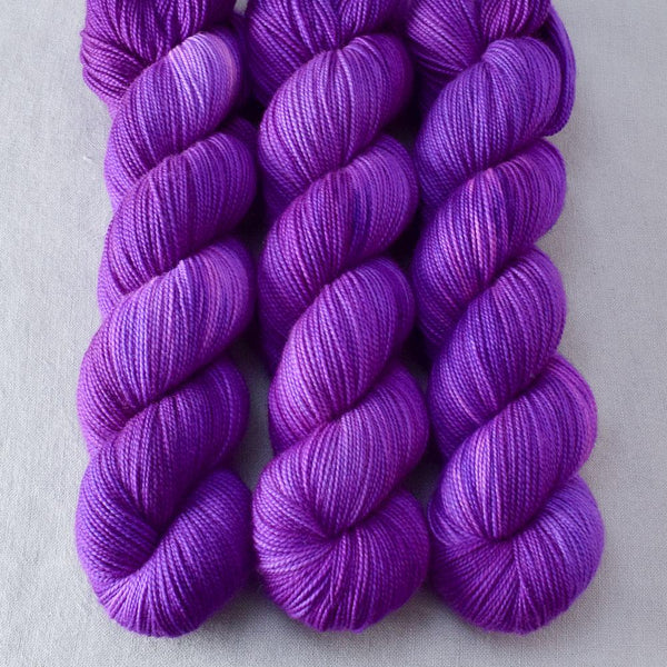 Impatiens - Miss Babs Yummy 2-Ply yarn