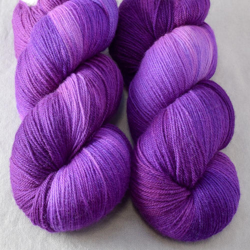 Impatiens - Miss Babs Killington yarn
