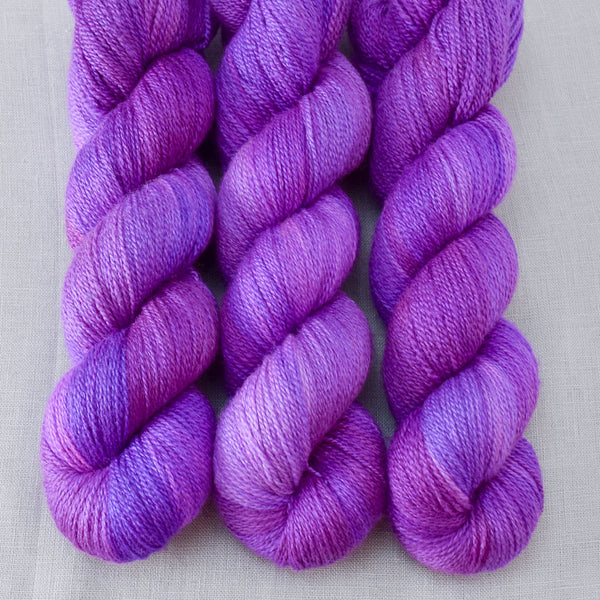 Impatiens - Miss Babs Yet yarn