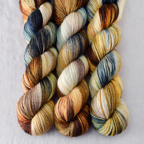 Meadow Brown - Miss Babs Katahdin 437 yarn