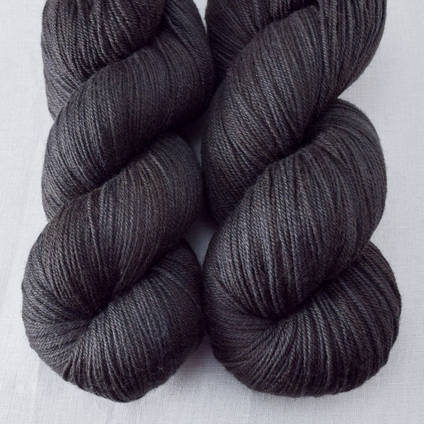 Obsidian - Miss Babs Killington yarn