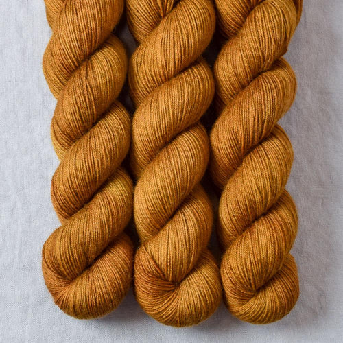 Old Gold - Miss Babs Katahdin 437 yarn
