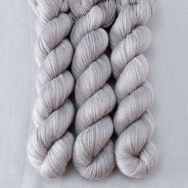 Oyster - Miss Babs Yet yarn