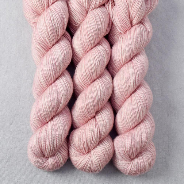 Sugar - Miss Babs Yummy 2-Ply yarn