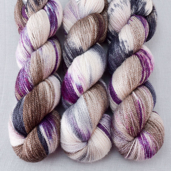 Surpriza - Miss Babs Yet yarn