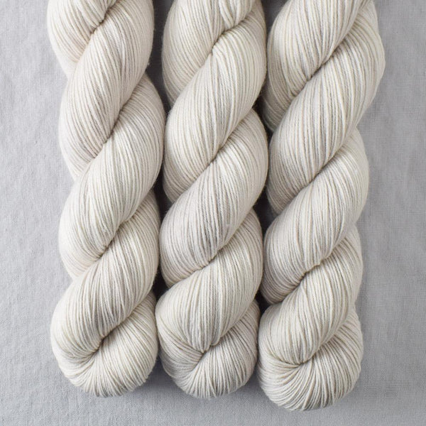 White Peppercorn - Miss Babs Putnam yarn